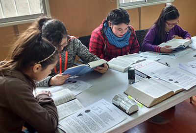 Chile: Youth study LHF's Spanish Bible with Small Catechism